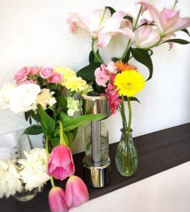 ダイエットスタジオのお花とダンベル